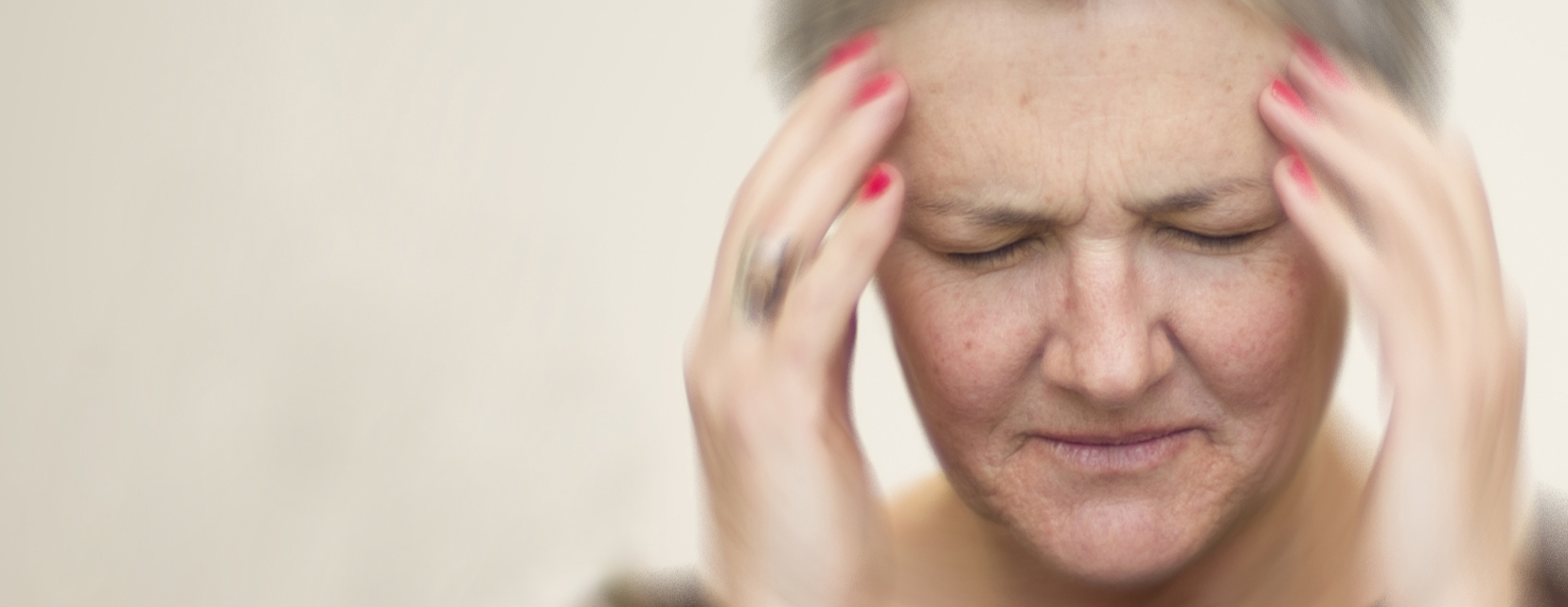 Woman with hands in head feels dizzy